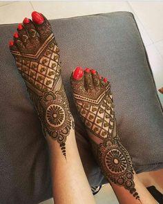 latest mehndi designs for girls bridal henna designs Eid is an auspicious occasion for Muslims all around the world. Easy Mehndi Designs, Latest Mehndi Designs, Mehndi Designs For Girls, Dulhan Mehndi Designs, Mehndi Designs For Fingers, Wedding Mehndi Designs, Beautiful Henna Designs, Henna Designs Feet, Wedding Henna