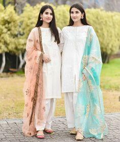 Stylish Dresses For Girls, Stylish Dress Designs, Designs For Dresses, Simple Dresses, Casual Dresses, Eid Dresses, Beautiful Pakistani Dresses, Pakistani Formal Dresses, Pakistani Dress Design