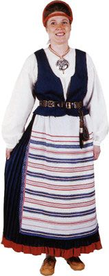 Kirvun naisen kansallispuku. Kuva © Helmi Vuorelma Oy