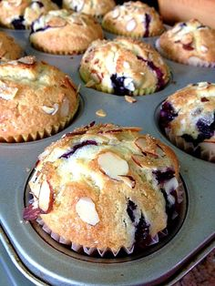 Best Blueberry Muffins made w/ Evil Ingredients I'm not sure why I never posted this recipe. I've had it in my little recipe box for 15 years. I guess it's because these types of muffi… Best Blueberry Muffins, Blueberry Recipes, Blue Berry Muffins, Blueberry Doughnuts, Lemon Muffins, Blueberry Breakfast, Baking Muffins, Muffin Recipes, Cupcake Recipes