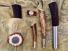 Für die Lederhose, Schmankerl der besonderen Art!!! Carving, Tableware, Shopping, Trousers, Leather, Dinnerware, Wood Carvings, Dishes, Sculpting