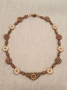Sunflowers & Daisies Floral Beaded Necklace por SpinPlanet en Etsy