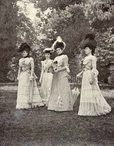 1901 July, Les Modes Paris - Un groupe sur la pelouse