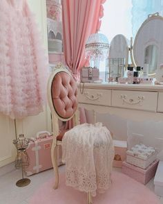 Discovered by 🌸 𝑝𝑖𝑛𝑘 𝑝𝑟𝑖𝑛𝑐𝑒𝑠𝑠🌸. Find images and videos about pretty, pink and vintage on We Heart It - the app to get lost in what you love. Girl Bedroom Designs, Room Ideas Bedroom, Girls Bedroom, Girly Bedroom Decor, Bedrooms, Vintage Room, Bedroom Vintage, My New Room, My Room