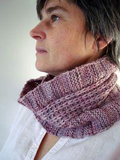 Loving knitting this in handspun merino - Ravelry: Lignes pattern by polo sylvie