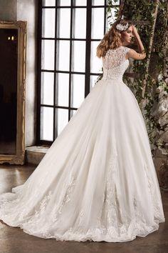 27b7f7ad397 Свадебные платья. Свадебный салон Белый Танец Красноярск