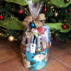 It's time to Celebrate! Holiday Gift Baskets ready for all your clients, family & friends! www.pinkshark.ca call or text 250.808.8500 info@pinkshark.ca Holiday Gift Baskets, Wine Gift Baskets, Holiday Gifts, Balloon Gift, Gift Hampers, Time To Celebrate, Best Gifts, Balloons, Gift Wrapping