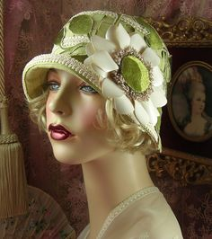 1920'S VINTAGE DOWNTON GATSBY GREEN EMBROIDERED APPLIQUE CLOCHE FLAPPER HAT
