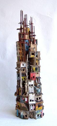 Little Babel van Eric Cremers |  Little Babel verbeeldt een kleine uitvoering van wat de toren van Babel zou kunnen zijn. het werk is over de gehele hoogte opgebouwd rondom een cilindrische holte.