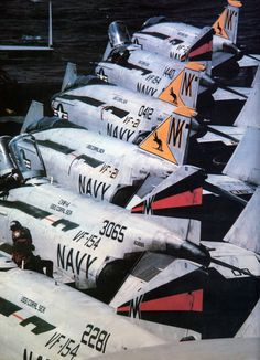 Phantoms on the aft bone! Us Military Aircraft, Us Navy Aircraft, Military Jets, Navy Military, Fighter Aircraft, Fighter Jets, F4 Phantom, Aircraft Painting, Navy Marine