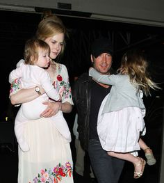 Keith Urban Photos Photos - Actress Nicole Kidman, her husband Keith Urban and their daughters Sunday and Faith catche a flight out of LAX Airport on March 14, 2012 in Los Angeles, CA. - Nicole Kidman And Family at the Airport 2