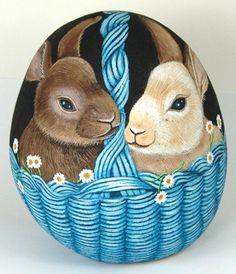 TAŞ BOYAMA...What a beautifully painted bunny basket!