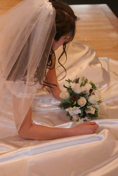 How to Attach a Wedding Veil to a Hair Comb - creates soft edge at the comb with slight puff