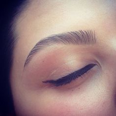 Lovin my brow and winged cat eyeliner