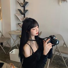 Image may contain: one or more people and camera Korean Boys Ulzzang, Ulzzang Girl, Aesthetic Girl, Aesthetic Fashion, Cute Girls, Cool Girl, Korean Best Friends, Korean Photo, Pretty Korean Girls