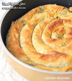 Yalancı El Açması Börek Tarifi Pastry Recipes, Pie Recipes, Cooking Recipes, Bienenstich Recipe, Pizza Pastry, Cannelloni Recipes, Turkish Kitchen, Good Food, Yummy Food