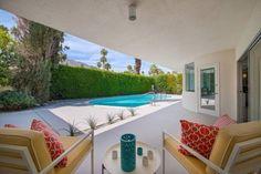 Garten mit Pool bilder-sichtschutzhecke-ueberdachte-terrasse