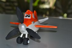 How to make 'Dusty the Plane' cake topper