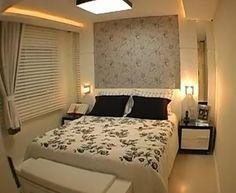 Quarto de casal com luminárias nas laterais da cama