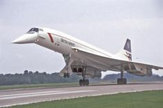 British Airways Concorde Lander L ivery Sud Aviation, Civil Aviation, British Airline, British Airways, Concorde, Concord Airplane, Tupolev Tu 144, Photo Avion, Passenger Aircraft