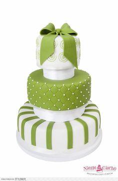 Biało-zielony tort weselny, piętrowy tort weselny, tort na wesele, tort z kokardą, okrągły tort weselny, Tarnów