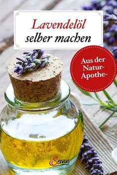 Für Massage und Fußbad, als Duftöl oder Mottenschreck – Lavendelöl ist eine echte Allzweckwaffe und lässt sich kinderleicht herstellen. Rezept für Lavendelöl. #lavendelölselbermachen #lavendelöl #massageöl #natuerlichschoen #naturkosmetik #naturkosmetikselbermachen #servusnaturapotheke #servus #servusmagazin #servusinstadtundland Diy, Aromatherapy Recipes, Natural Remedies, Natural Medicine, Bricolage, Do It Yourself, Homemade, Diys, Crafting