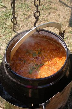 Goulash made in a cauldron over an open fire. Czech Recipes, Croatian Recipes, Hungarian Recipes, Indian Food Recipes, Beef Recipes, Soup Recipes, Cooking Recipes, Ethnic Recipes, Dinner Recipes