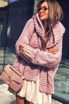 Cute outfit idea to copy ♥ For more inspiration join our group Amazing Things ♥ You might also like these related products: - Sweaters ->. Gilet Long, Cool Outfits, Fashion Outfits, Beautiful Outfits, Knitted Coat, Knitwear Fashion, Crochet Woman, Cozy Sweaters, Fall Winter Outfits