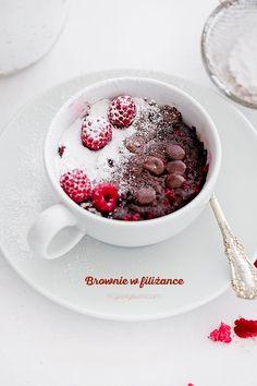 3 minutowe Brownie w filiżance Mug Recipes, Sweet Recipes, Cake Recipes, Dessert Recipes, Cooking Recipes, Desserts, No Bake Treats, Healthy Dishes, Food Cakes