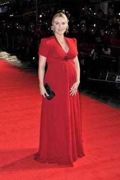 Op de première van haar film Labor Day kiest Kate Winslet voor een rode jurk van Jenny Peckham en het ultieme accessoire: een zwangere glow.