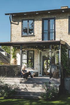 Moderne løsninger i et ældgammelt hus. Se den gennemrenoverede villa i Taarbæk. Outdoor Life, Outdoor Spaces, Outdoor Living, Outdoor Patios, Outdoor Kitchens, Roof Design, House Design, Patio Design, Gravity Home