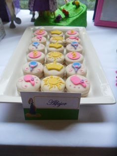 Chocolate covered Oreos at a Tangled Party #tangledparty #oreos