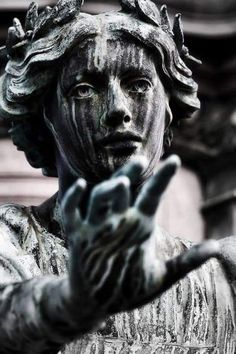 Image uploaded by ArtieDawn. Find images and videos about love, art and dark on We Heart It - the app to get lost in what you love. Greek Statues, Angel Statues, Buddha Statues, Wal Art, Renaissance Kunst, Arte Obscura, Slytherin Aesthetic, Cemetery Art, Cemetery Angels