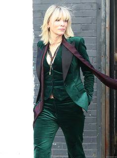 OMG! Goddess in Green velvet! #CateBlanchett #QueenCate On Set - New York - October 24th, 2016 - oceans8-ny-oct24-2016-110 - Cate Blanchett Fan | Cate Blanchett Gallery