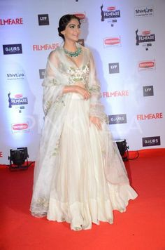 Sonam Kapoor at Filmfare Awards 2016 : Sonam did her best with this Anamika Khanna outfit but it's just too much for me. Not to mention the makeup isn't that flattering as well. But I like the fact that she opted for Heermaneck and Son statement. Indian Attire, Indian Wear, Indian Outfits, Indian Clothes, Star Fashion, Indian Fashion, Black Lehenga, Anamika Khanna, Sonam Kapoor