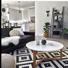 Design escandinavo para fechar essa noite de domingo. Adoro a simplicidade das linhas e a geometria do tapete.