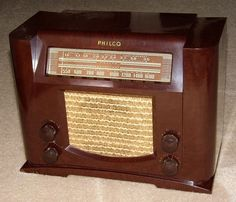 Vintage Philco Model 41-230T Table Radio, Bakelite Cabinet, Two Band, 7 Tubes, Circa 1941 | by France1978