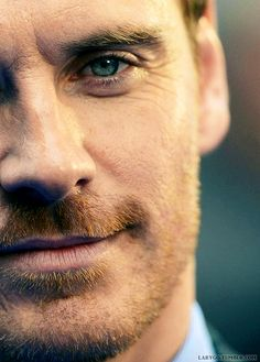 I had a hard week and I deserve this (previous pinner words). Michael Fassbender is so pretty. Michael Fassbender, Handsome Men Quotes, Handsome Arab Men, X Men, Gorgeous Men, Beautiful People, Men Quotes Funny, James Mcavoy, Hot Actors