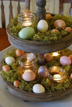 Easy DIY Dollar store Easter decorations and easter crafts. Tiered Easter egg display idea for the table or centerpiece. The Best Easy DIY Easter Decoration Ideas. Hoppy Easter, Easter Bunny, Easter Eggs, Easter Food, Easter Cake, Tray Decor, Decoration Table, Diy Osterschmuck, Easy Diy