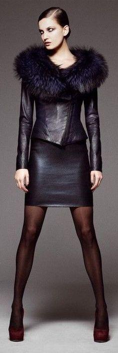 Jitrois and leather fashion Fur Fashion, Leather Fashion, Look Fashion, High Fashion, Winter Fashion, Womens Fashion, Fashion Black, Petite Fashion, Style Work
