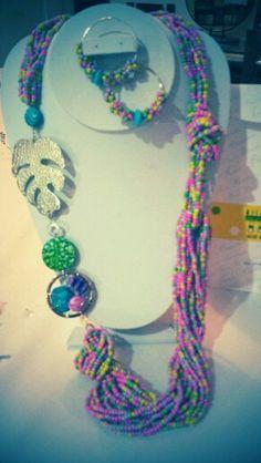 """Collar elaborado en moztacilla,metales utilizados Oro golfi """"Diseñaso para Miss Teen Colombia 2014"""""""