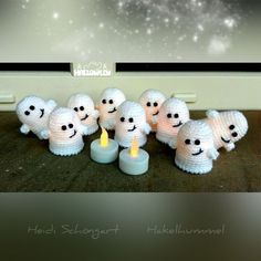 Kleine Gespenster mit Batterie-Teelicht Häkelanleitung *Gespenst Ansatzlos an einem Stück gehäkelt You like Halloween, ghosts + would like to crochet a LED tealight? Start right away with the PDF manual, matching wool ++ a crochet hook. Crochet Pour Halloween, Halloween Crochet Patterns, Halloween Crafts, Halloween Ghosts, Crochet Crafts, Yarn Crafts, Crochet Toys, Diy Crafts, Crochet Fall