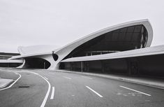 Image 17 of 26 from gallery of AD Classics: TWA Flight Center / Eero Saarinen. Photograph by Cameron Blaylock Sacred Architecture, Architecture Student, Futuristic Architecture, Amazing Architecture, Architecture Design, Eero Saarinen, Twa Flight Center, Airport Design, Colani