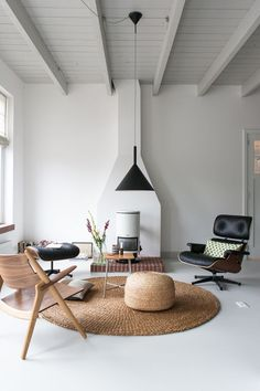 White, black and natural tones in the sitting room of the fabulous studio of interior designer Christien Starkenburg.