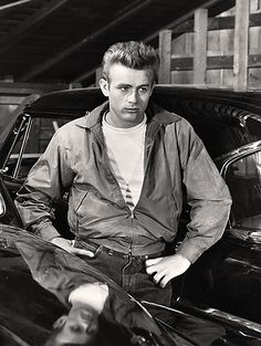 James Dean plays Jim Stark in the motion picture 'Rebel Without a Cause'. Date: Archive: Bettman Collection Hollywood Glamour, Hollywood Stars, Classic Hollywood, Old Hollywood, Hollywood Icons, James Dean Pictures, Celebridades Fashion, Indiana, Rebel Without A Cause