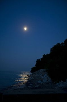 ✯ Moon over the Water