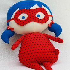 Agora simmmmmm, Tilda ladybug prontinha para viver grandes aventuras na sua casa! Diy Dolls Making, Tilda Toy, Fabric Toys, Kawaii Stationery, Diy Sewing Projects, Sewing Dolls, Soft Dolls, Hobbies And Crafts, Beautiful Dolls