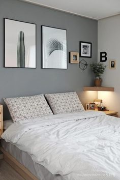 Small Bedroom Ideas - Master bedroom doesn't have to be huge if you don't have enough space.Do you need some inspiration of small master bedroom decorating ideas that fit with your style and space? Bedroom Colors, Home Decor Bedroom, Gray Bedroom Walls, Bedroom Art, Grey Walls, Paint Ideas For Bedroom, Small Bedroom Decorating, Girls Bedroom, Cheap Bedroom Ideas