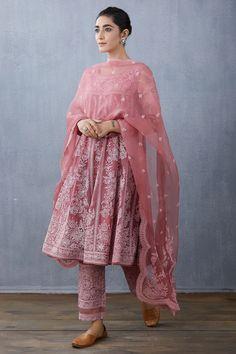 Casual Indian Fashion, Indian Fashion Dresses, Ethnic Fashion, Pakistani Dresses, Indian Outfits, Fashion Outfits, Pakistani Suits, Punjabi Suits, Fashion Ideas