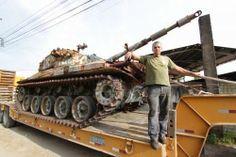 panorama:   Tanque de guerra vira atração no bairro  Itinga,...